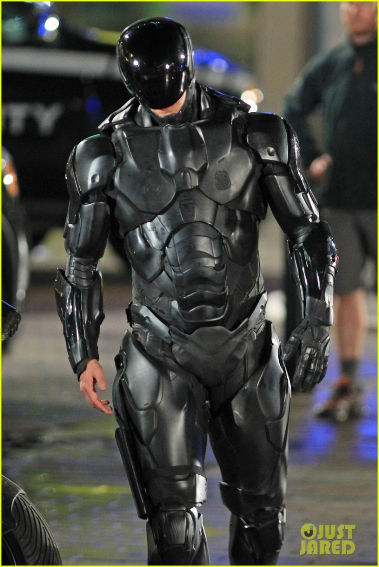 joel-kinnaman-suits-up-for-robocop-reshoots-12
